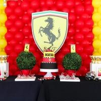 Mateo cumple 6 montando en Ferrari